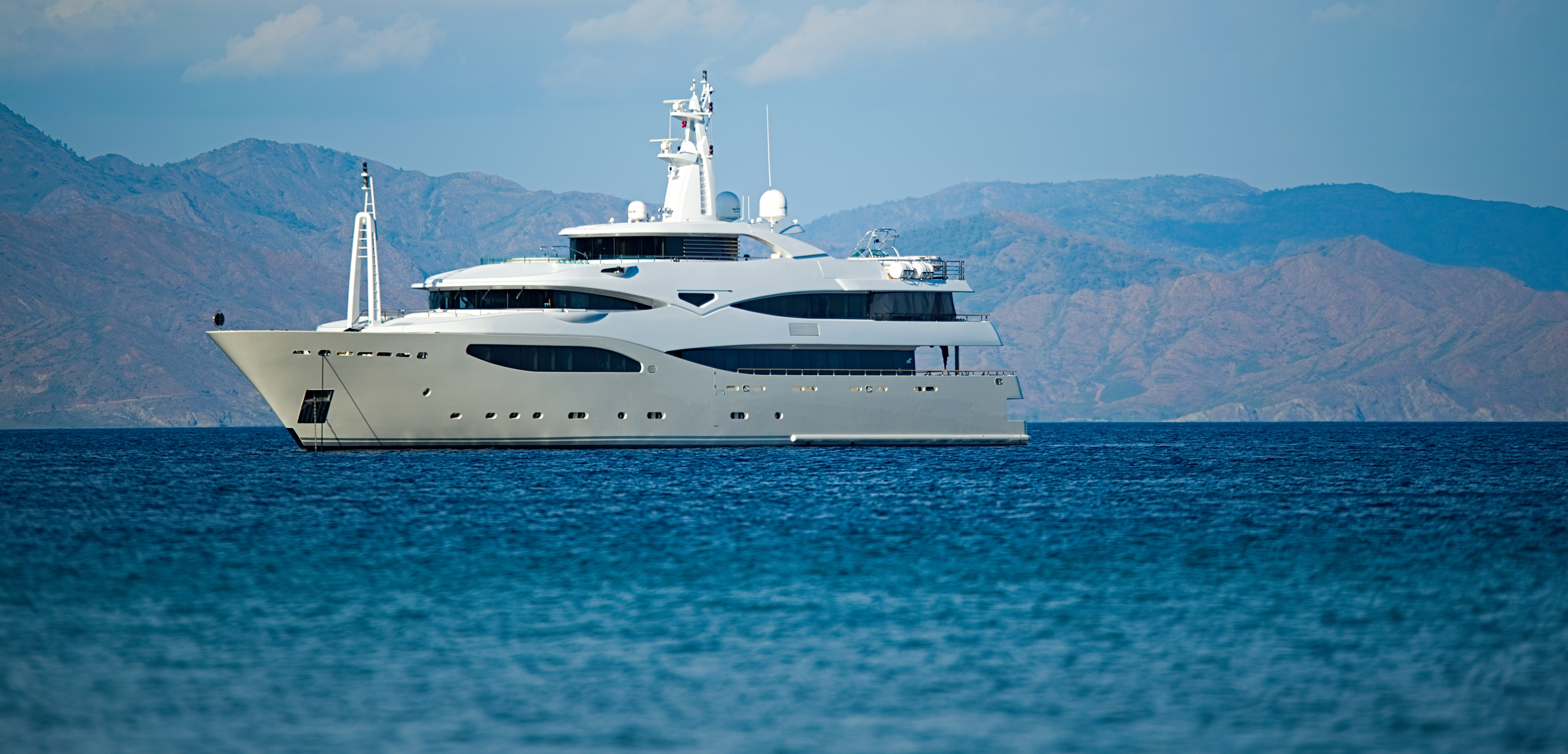 Superyacht 75.jpg