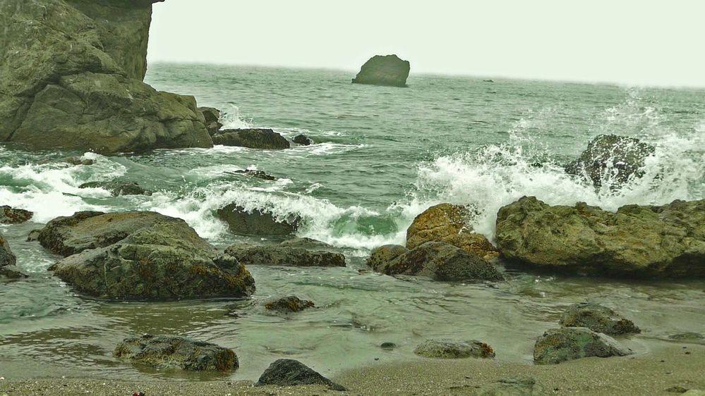 Waves in rocky shoreline_P1190405-HD(1)-ps.jpg